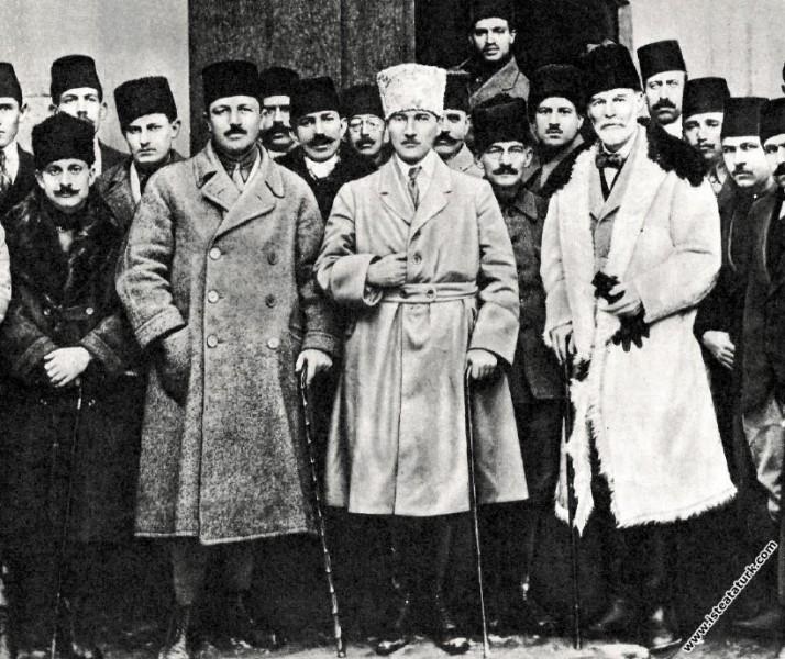 Heyeti Temsiliye üyeleri Ankara'ya gelirken Kayseri'de. (20.12.1919)