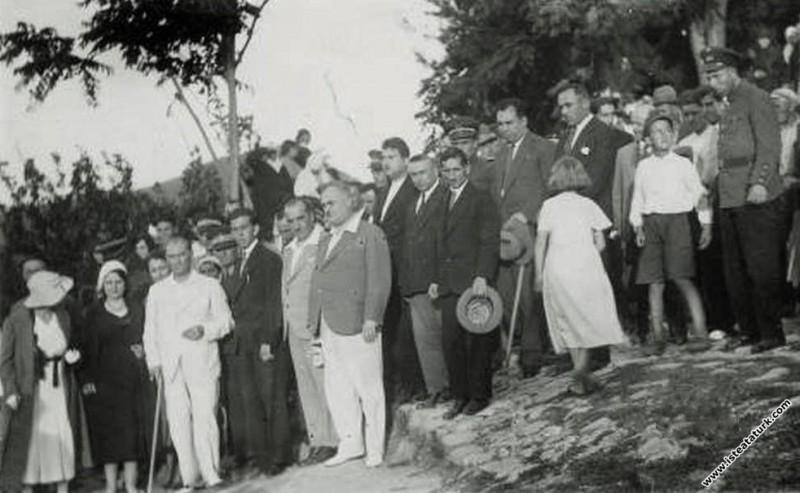 Mustafa Kemal Atatürk'ün Yalova'dan Bursa'ya geçerken İznik'e  gelişi. (15.07.1935)