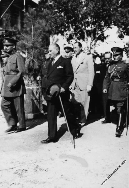 Mustafa Kemal Atatürk İran Şahı Pehlevi ile bi...