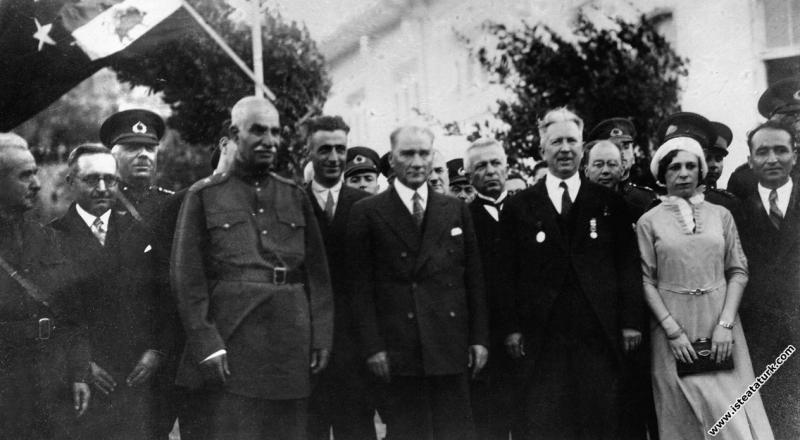 Mustafa Kemal Atatürk İran Şahı Pehlevi ile birlikte, İzmir. (24.06.1934)