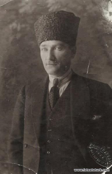 Mustafa Kemal Atatürk, İzmir'de. (28.09.1922)...
