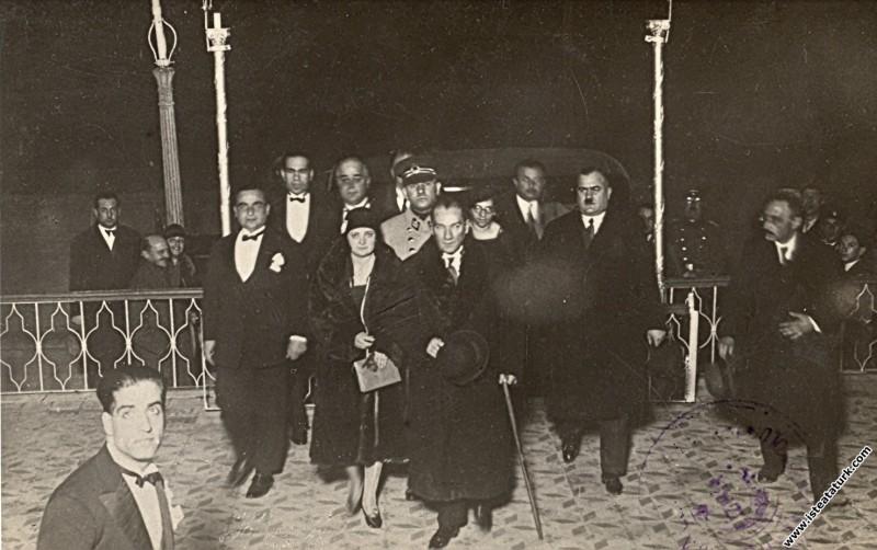 Mustafa Kemal Atatürk Manevi Kızı Afet İnan ile İz...