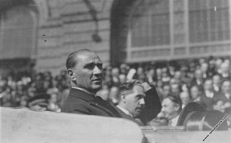 Mustafa Kemal Atatürk'ün İstanbul Haydarpaşa Garı'...