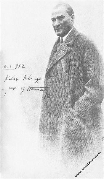 Atatürk'ün, 6 Ocak 1932 tarihinde imzalayarak Kılıç Ali'ye armağan ettiği  bir fotoğrafı. (06.01.1932)