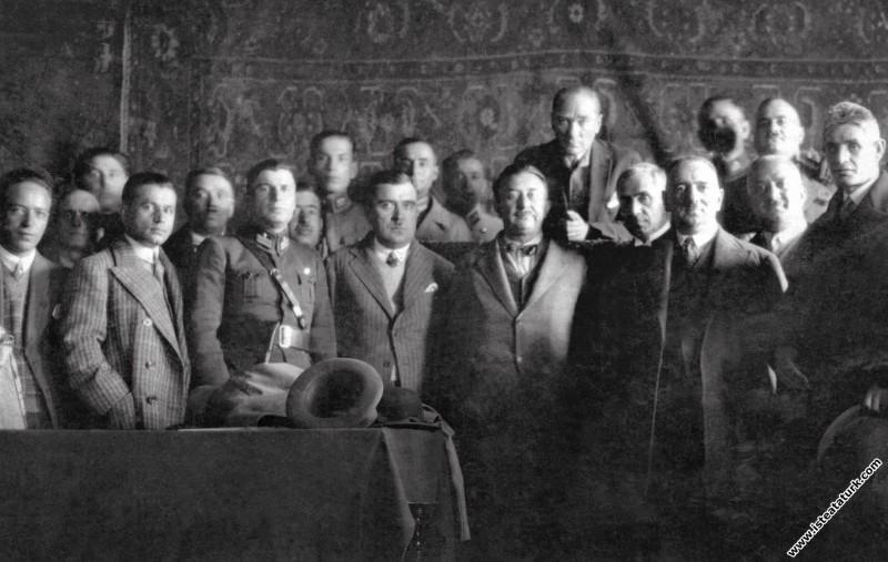 Mustafa Kemal Paşa ve beraberindekiler Sivas'ta, S...
