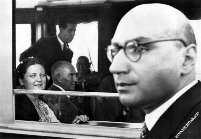 Atatürk ve Afet İnan, Sümerbank Nazilli Basma Fabrikası'nın açılışında. (09.10.1937)