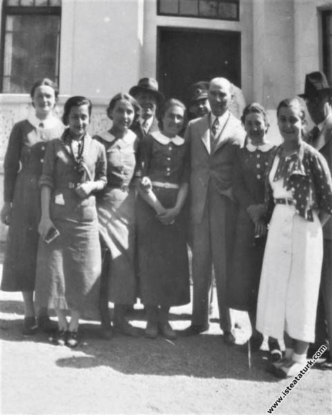 Mustafa Kemal Paşa, Gazi Orman Çiftliğinde Ankara Kız Lisesi öğrencileri ile birlikte. (09.05.1934)