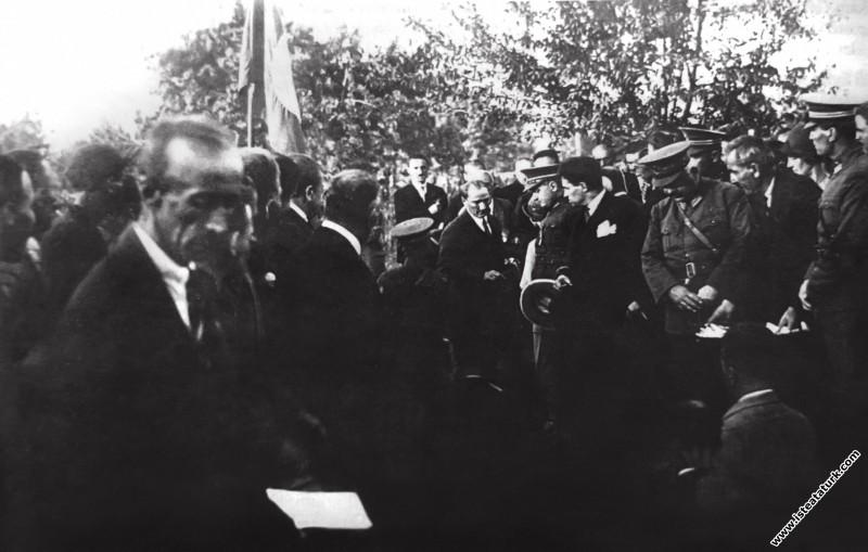 Gazi Mustafa Kemal Atatürk, Bursa'da İpekiş Fabrik...