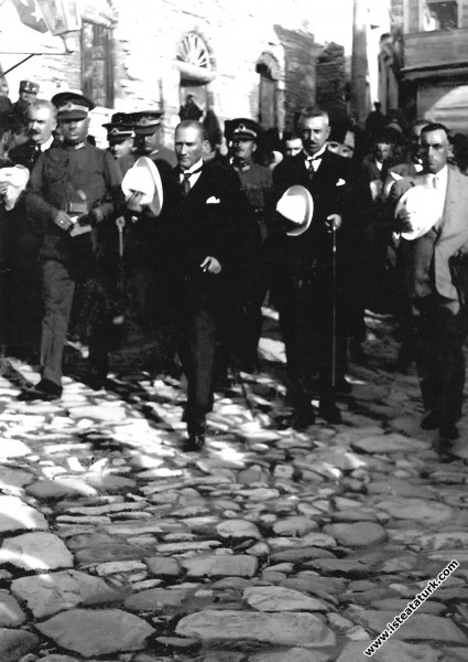 Mustafa Kemal Paşa, Kastamonu'da Türkocağı'nı ziya...