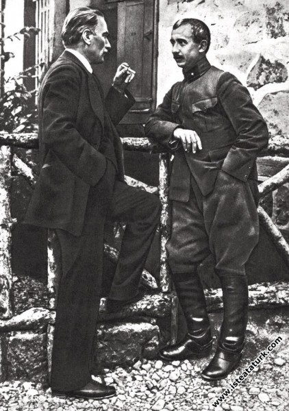 Mustafa Kemal, Çankaya'da İsmet İnönü ile beraber. (04.06.1921)