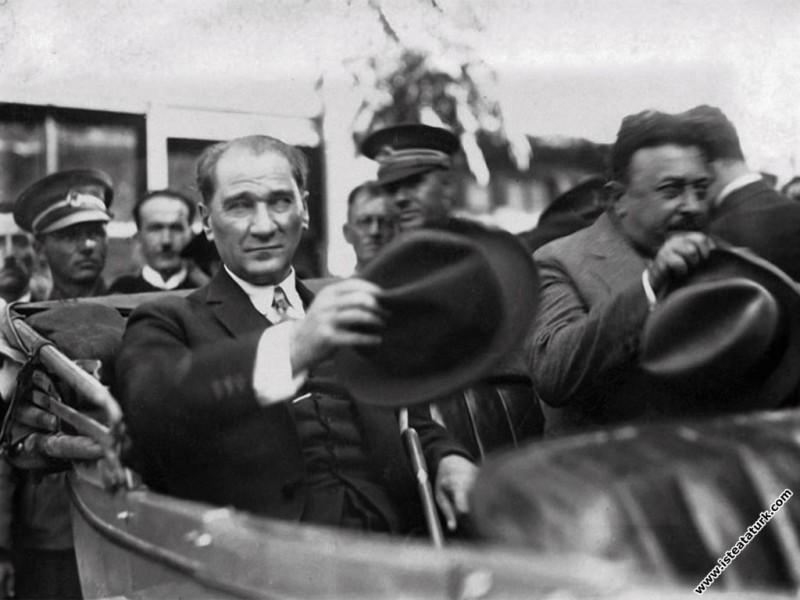 Mustafa Kemal Atatürk Şükrü Kaya ile Tekirdağ'da. (23.08.1928)