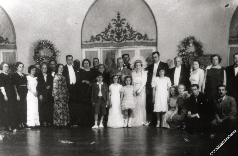 Mustafa Kemal Atatürk Ruhi Soyer ile Müftale Hanım...