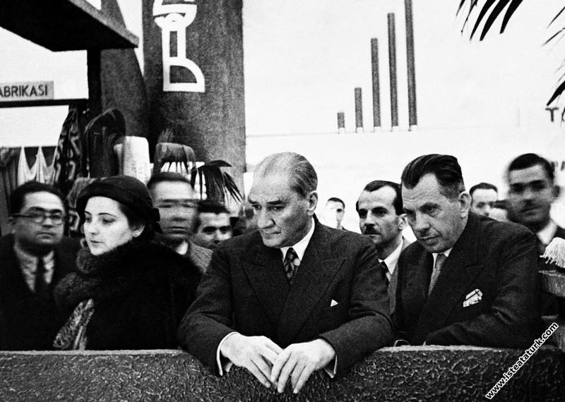 Atatürk, Ankara Sergi Evi'nde Yerli Malları Se...