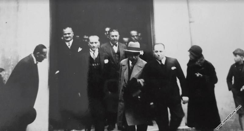 Mustafa Kemal Atatürk İstanbul Galatasaray Lisesi'nde. (02.12.1930)