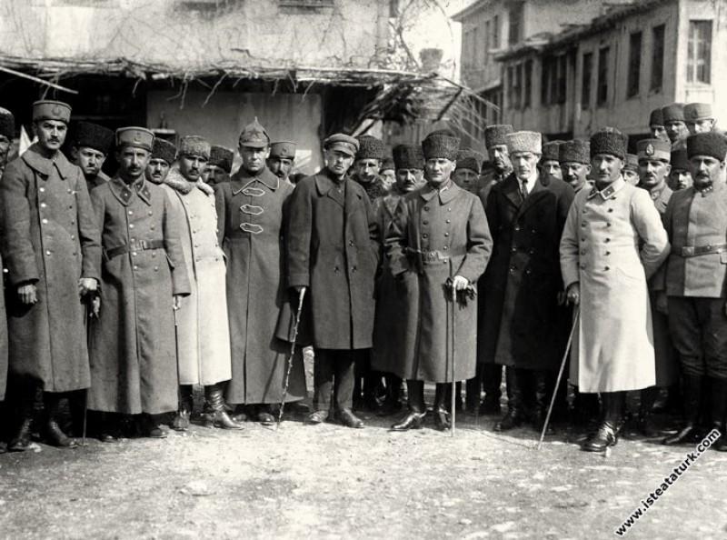 Başkomutan Mustafa Kemal Paşa, İsmet İnönü, ...