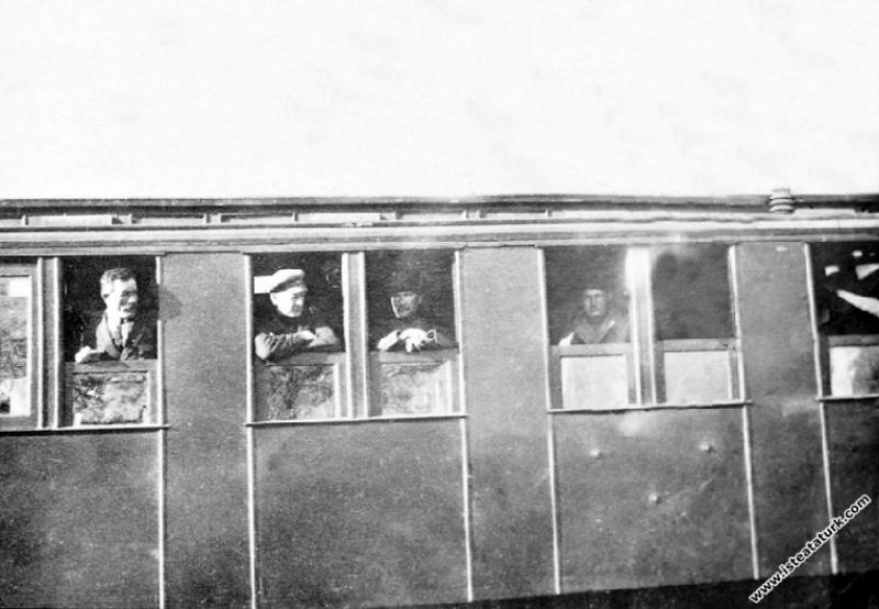 Mustafa Kemal Paşa Ilgın Manevraları'nı izleme...